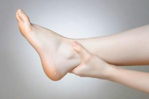 отечность ног у женщин причины