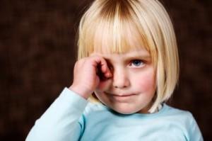 красные круги под глазами у ребенка причины