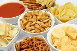 Употребление соленой и жирной пищи - причина сухости во рту