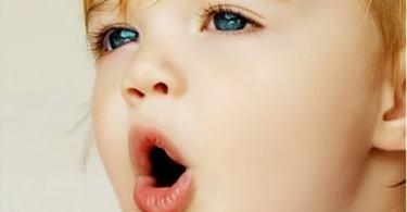 у ребенка неприятный запах изо рта причины