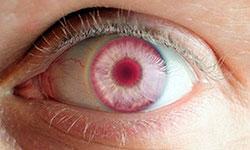 люди с красными глазами